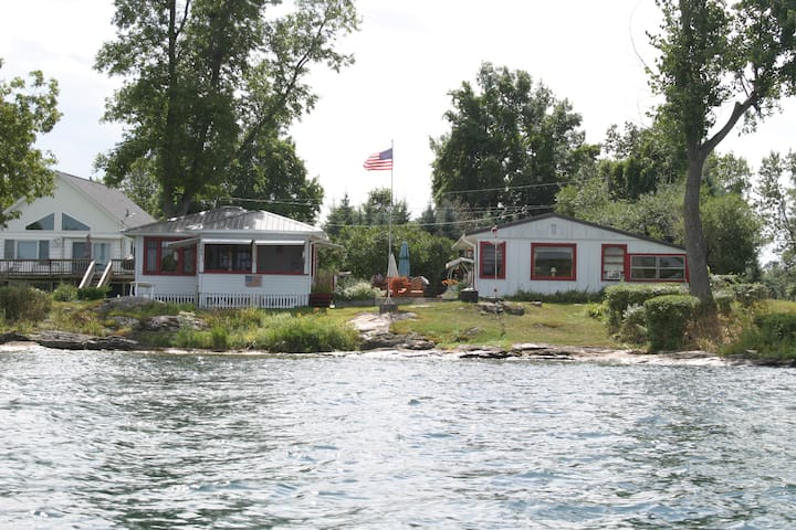Cozy cottage and best view in the 1000 Islands!