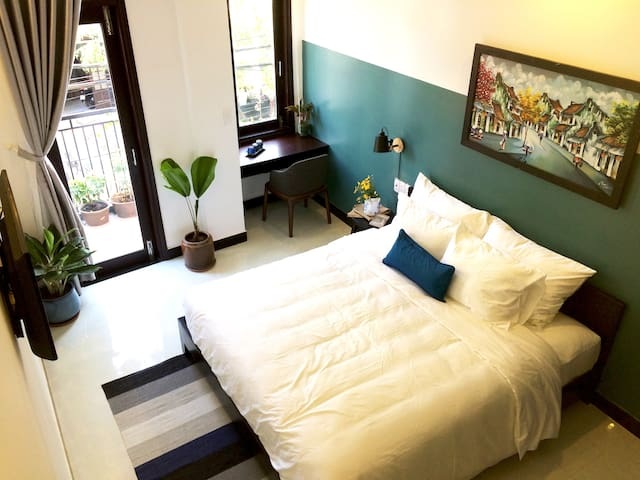 Blue Room With Balcony,&Breakfast- 5' to oldtown