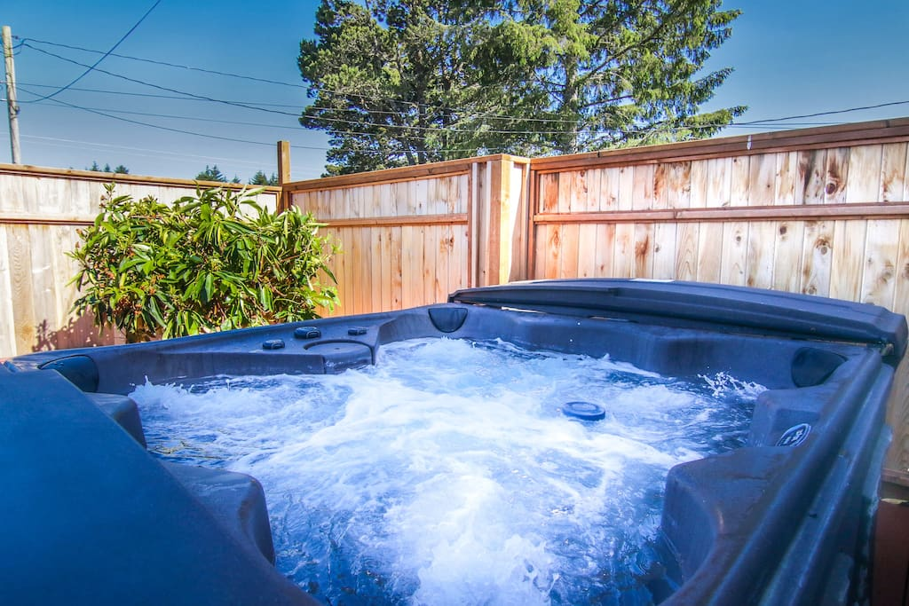 New! Private 7 person hot tub on back deck