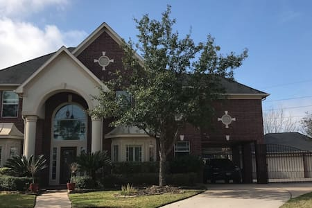 Private room in beautiful gated community - Houston - Hus