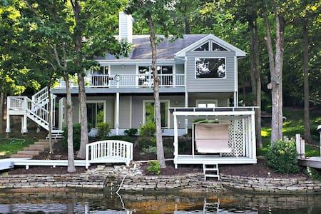 Luxurious Lake Front Home on Horseshoe Bend - Lake Ozark