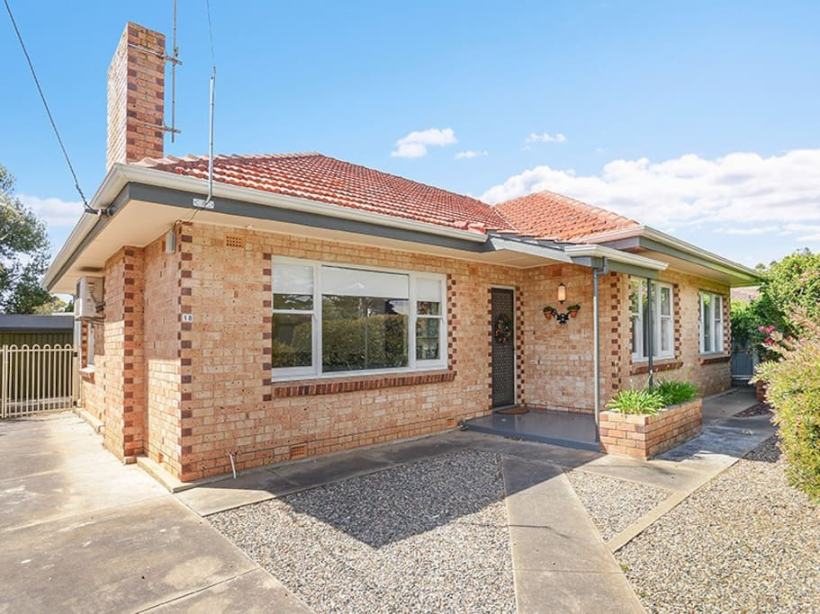Front facing leafy reserve - ample parking