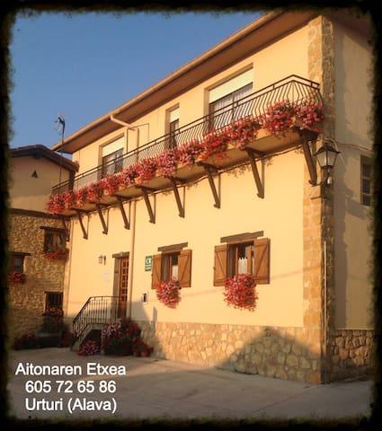 Casa Rural Aitonaren Etxea en Urturi