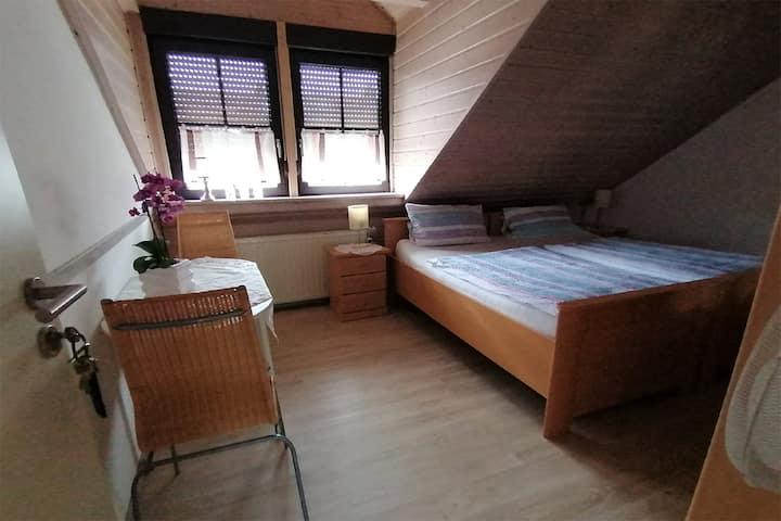 Gästehaus Schnabel (Großwallstadt), Dachgeschoss Zimmer Nr. 7