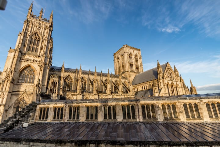 1 bed right next to York Minster!