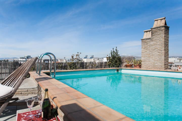 Athens Luxury Apartment with pool!