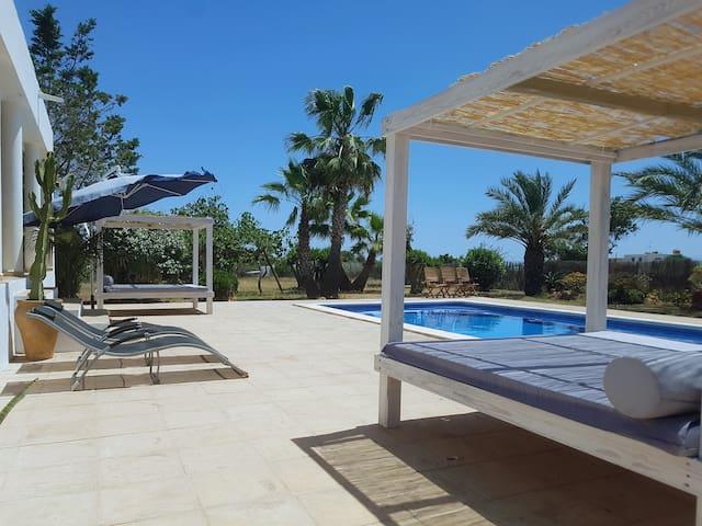 Villa Suki Ibiza: Amazing location & value!