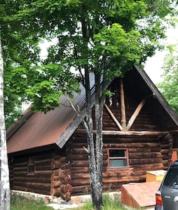 Off-grid Log Cabin in Private setting