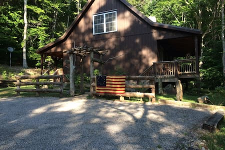 Buck Lair Rental Vacation Cabin & Retreat - Newport Blacksburg - Hytte