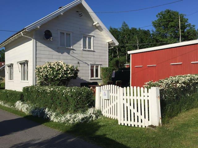 Sjarmerende hus nær strender, Fevik - Grimstad - Talo