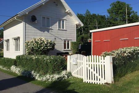 Sjarmerende hus nær strender, Fevik - Grimstad