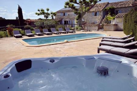 Gite 7 personnes avec piscine et jacuzzi - Richerenches