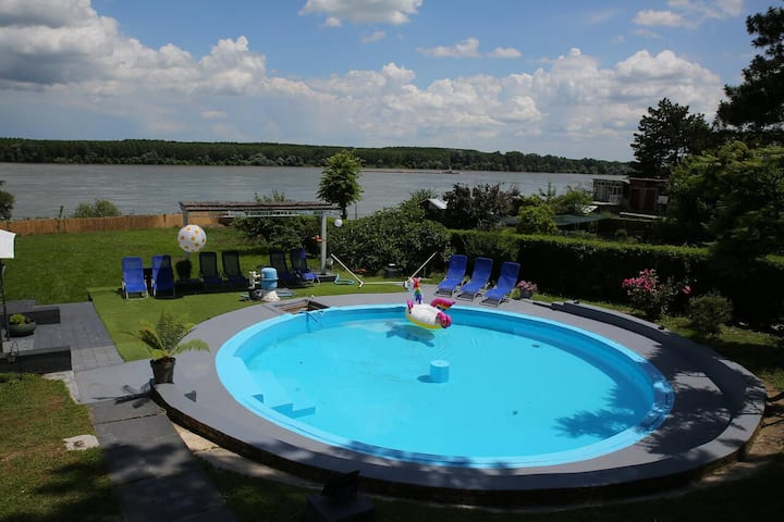 Danube Apartments - with pool on the Danube coast