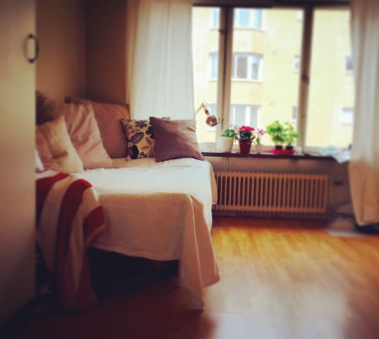 Lovely room/apartment-own entrance! - Huddinge