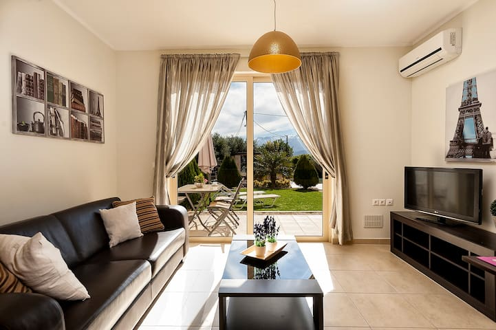 Luxury 2 bed apartment with mountain view & pool - Sternes - Lakás