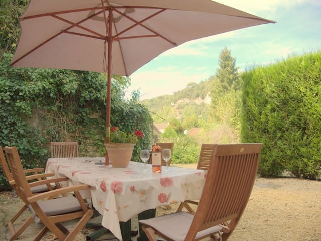 Short stroll to shops & restuarants - Les Eyzies-de-Tayac-Sireuil - Appartement