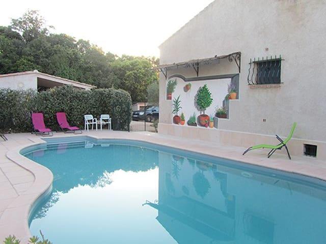 appartement 35 m2 CLIM 2 à 4 personnes + piscine