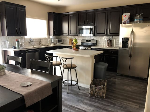 Private Bedroom & Bathroom, 30 min from The Strip!