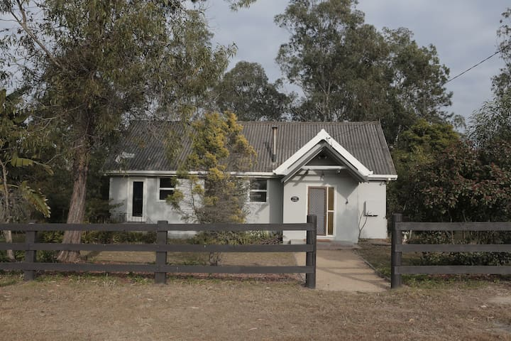 Hebron Farm Cottage - sanctuary on the Colo River