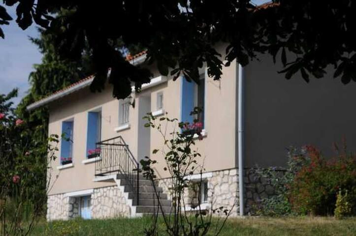 Orchard House,  Puymangou, St Aulaye - Puymangou - Bed & Breakfast