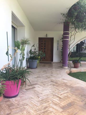 Chambre privée dans villa avec accès piscine