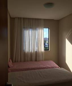 Quarto em apartamento bem localizado, prox à praia - サルヴァドール