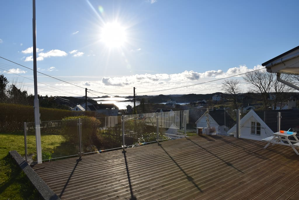 Utsikt fra stor terrasse 50 kvm.