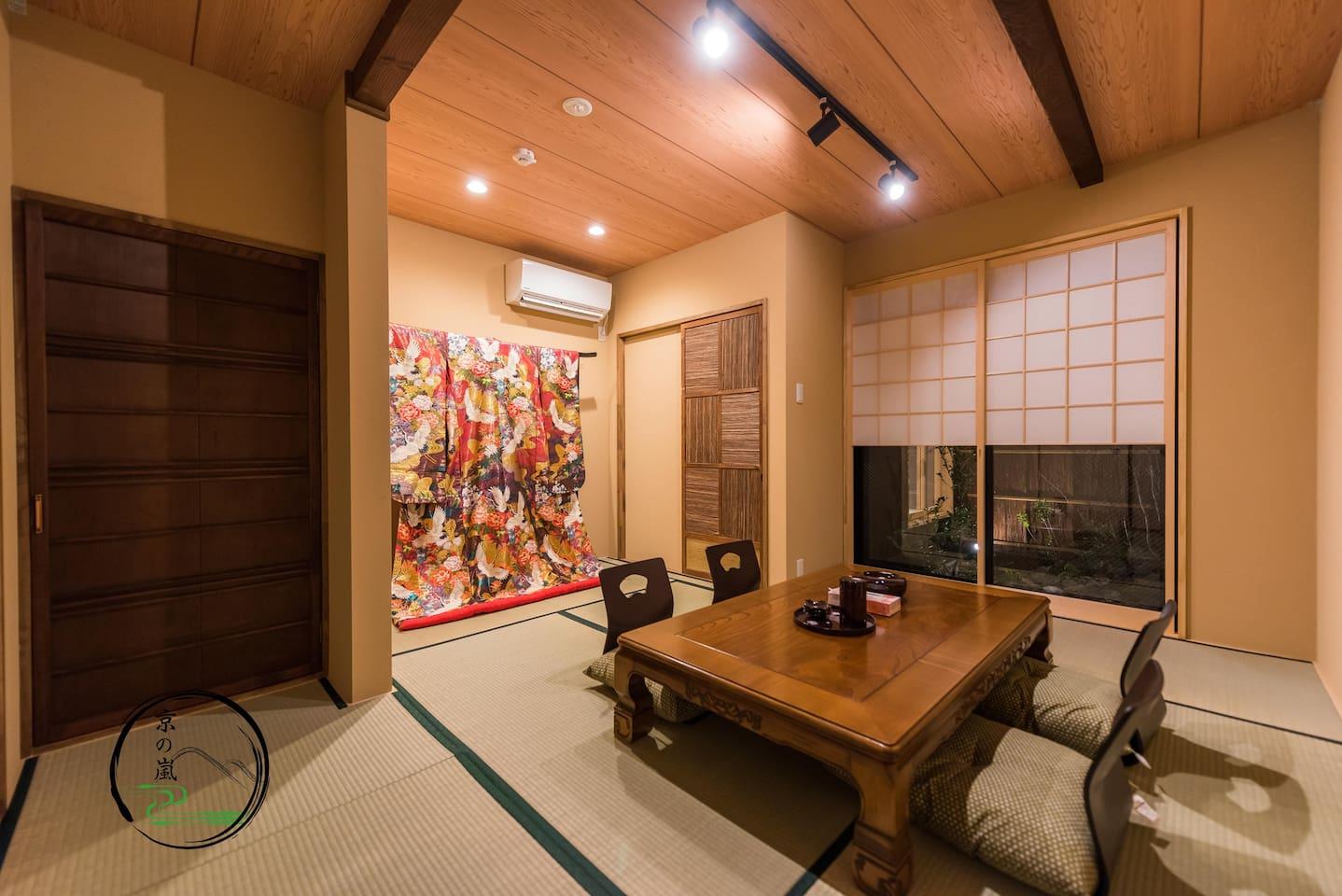 一层敞亮榻榻米大客厅,华美和服结婚礼服。可以品茶赏庭院。