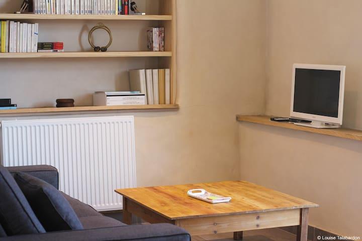 Salon avec murs en chaux chanvre.