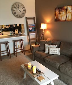 Cute apartment with pond view in Wyoming, Michigan - Wyoming - Byt