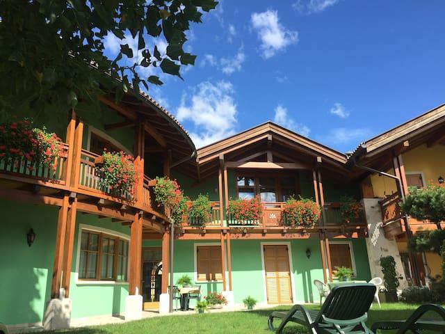 Casa con balcone  vista montagne a Croviana