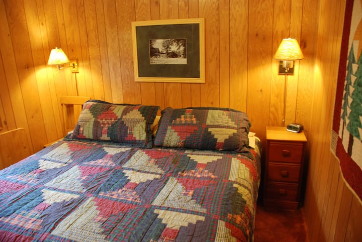 Isolation Cabin at the lake - $129/night Couples