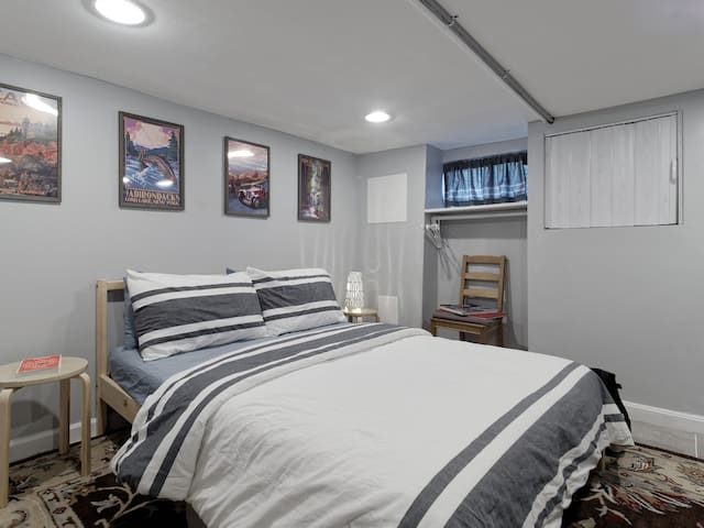 Affordable private bed/bath in Canton-Fells Point!