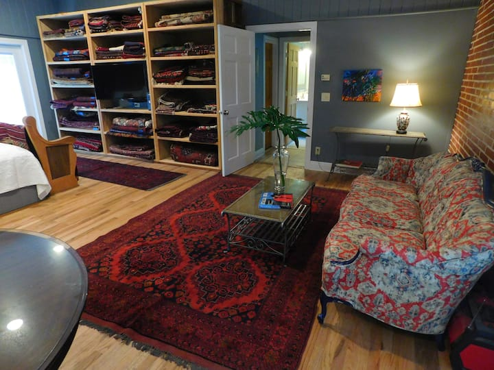 Craftsman Studio near Cascade's Park - downtown