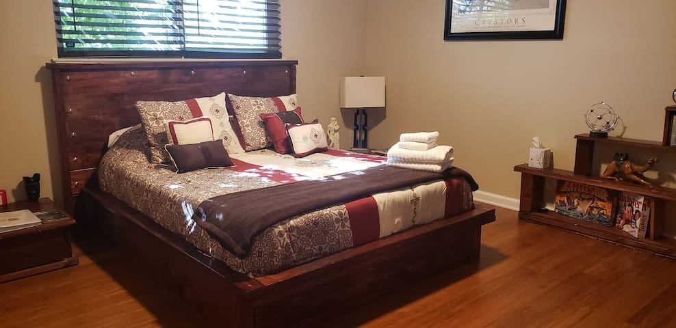 Feel @ Home Queen Bed and Futon, Shared Shower