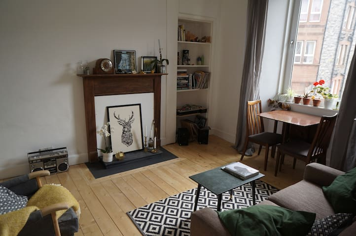 Bright flat 15 mins from Royal Mile