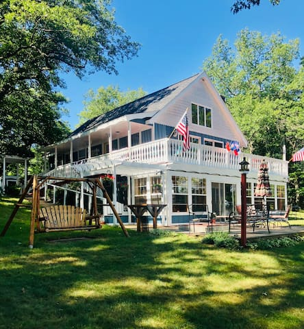 Lakefront Vacation Rental! Walk to Lake Michigan!