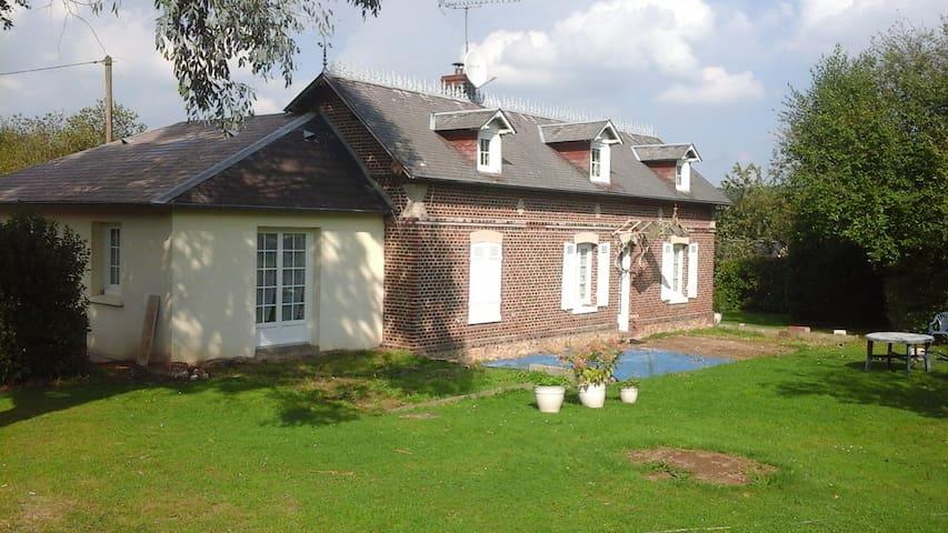 Normande atypique - Saint-Sulpice-de-Grimbouville - บ้าน