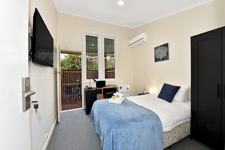 Beautiful Room in Brunswick with Private Balcony