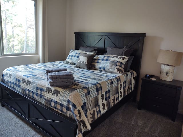 Second guest bedroom with king