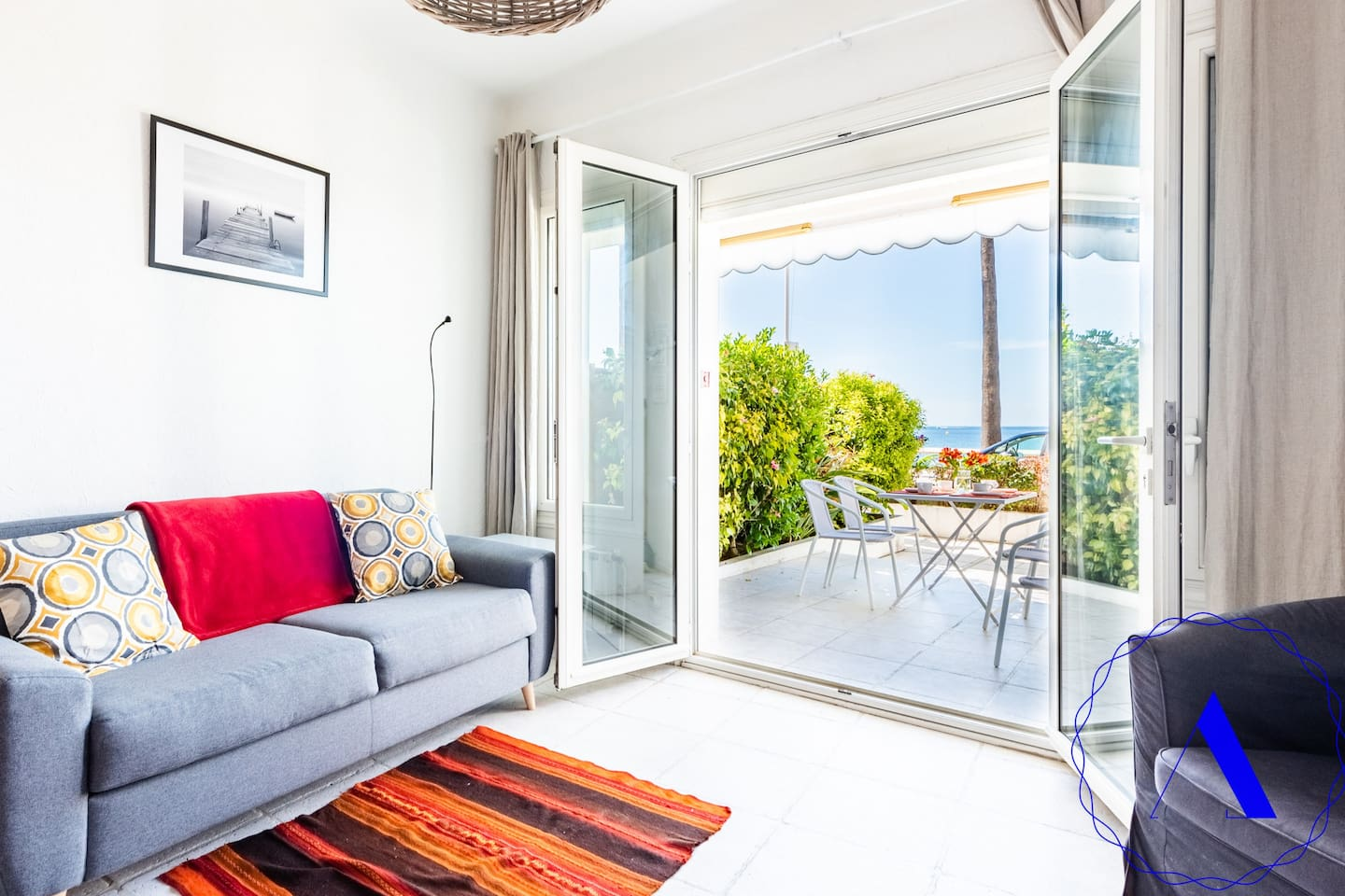 Living room,  direct beach view