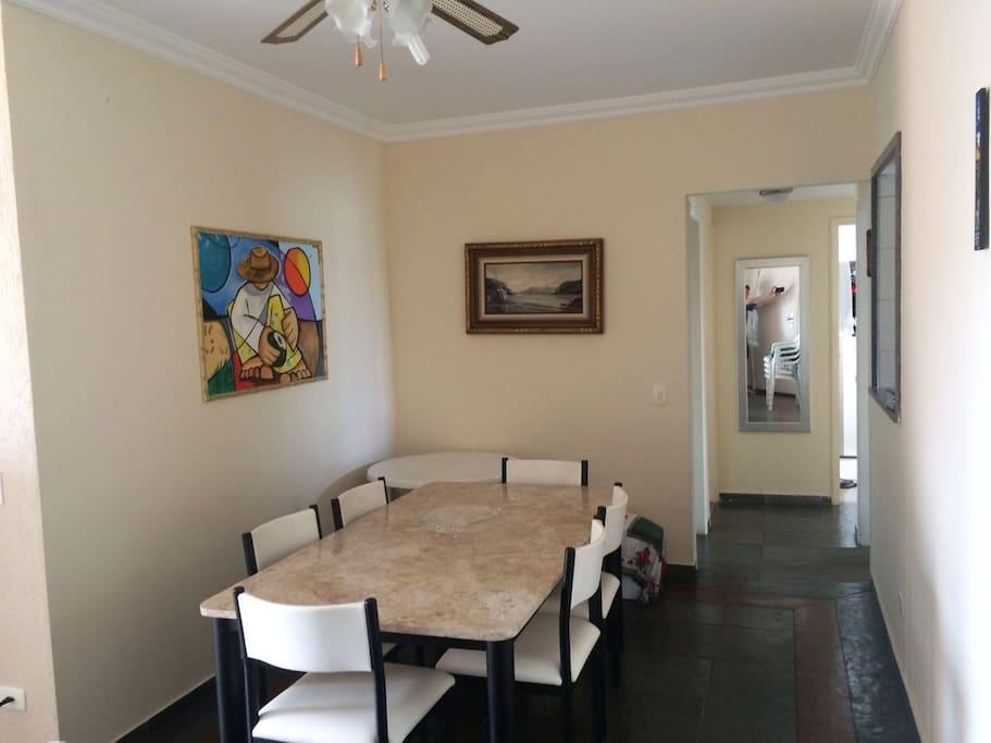 Sala de jantar conjugada com a sala de estar - amplo espaço!