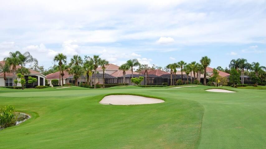 Golf Club Escape- 3bdrm pool home -plus Lanai