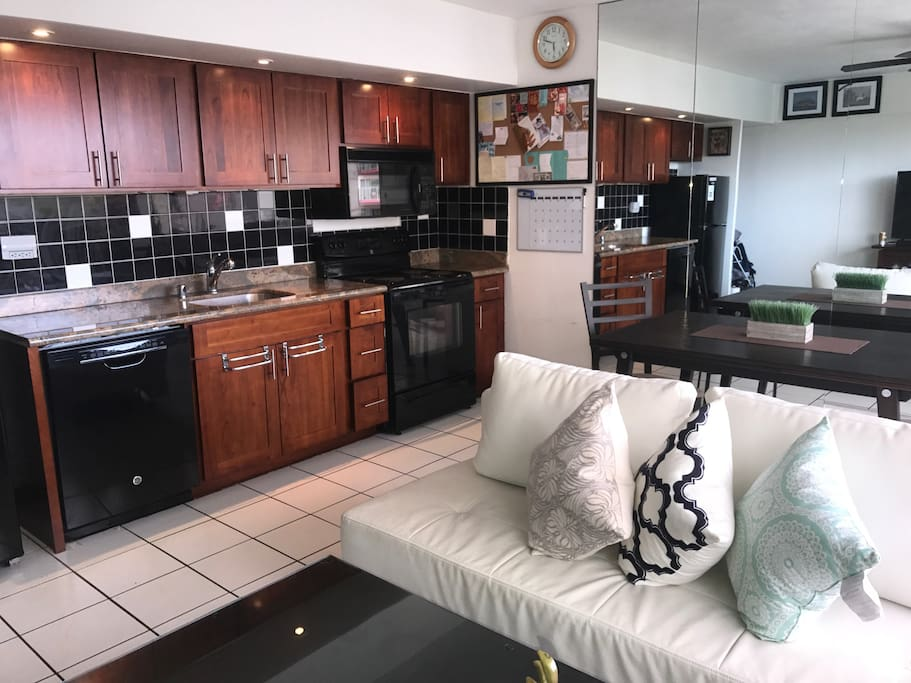 Luxury Central Waikiki 1 Bedroom Bt 803 Apartments For Rent In Honolulu Hawaii United States