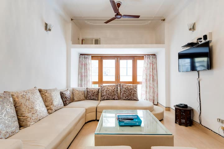 GRAND HILLVIEW ♥ 3BHK-GROUND FLOOR GREATER KAILASH