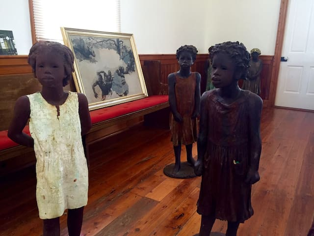 Whitney Plantation, sculptures by Ohio-based artist Woodrow Nash. Let us never forget.