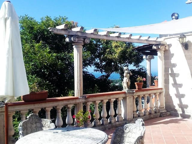 "Villa apartment ""ISCHIA"" with panoramic sea view"