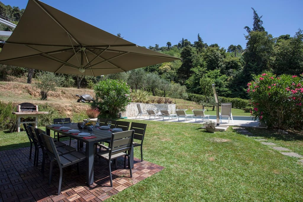 Outside dining area with BBQ and Pool