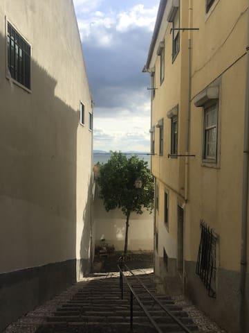 Relax & regenerative: room in historical Lisbon