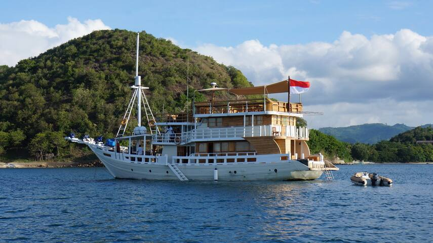 Gorgeous Phinisi Boat Fully Refurbished